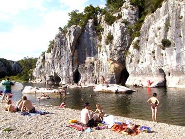 Vacances en ardeche avec baignades dans le chassezac for Vacance en ardeche avec piscine
